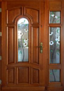 Drzwi drewniane zewnętrzne wielosegmentowe